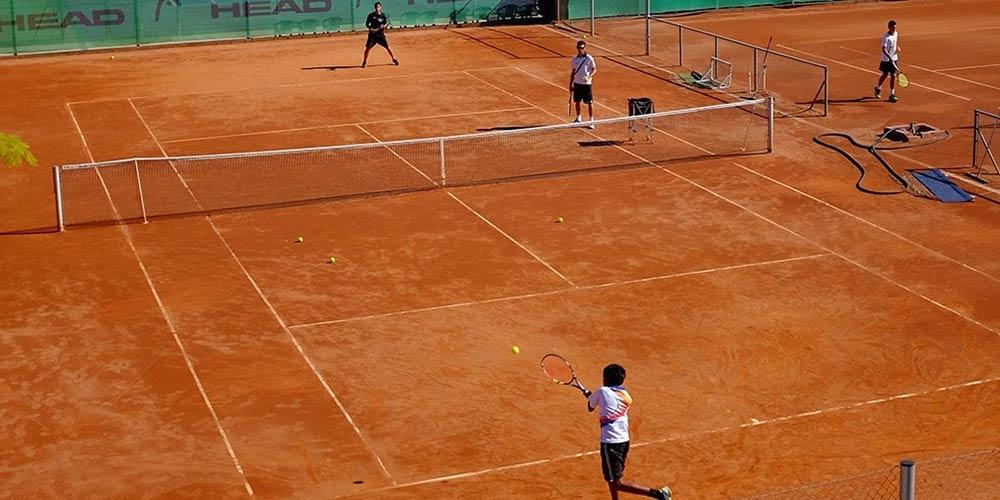 Tennis bei der Tennis & Padel Academy Lönegren